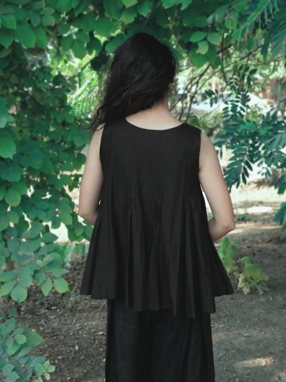 Sleeveless Pleated Black Top