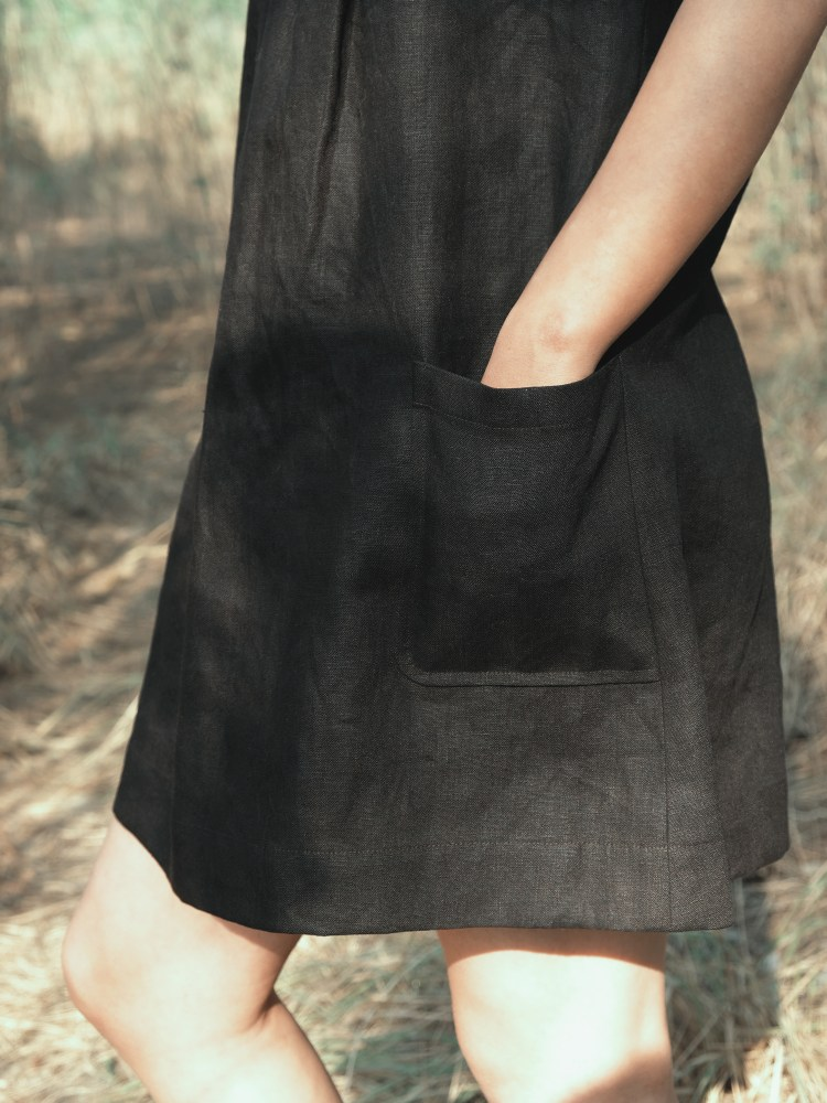 Black Sleeveless Pleated Dress