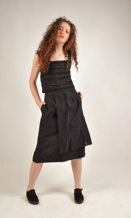 Over Panel Linen Black Skirt