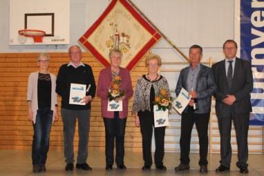 Vorstände Birgit Hirt (1. v. l.) und Matthias Hopfenzitz (1. v. r.) mit den geehrten Ehrenmitgliedern