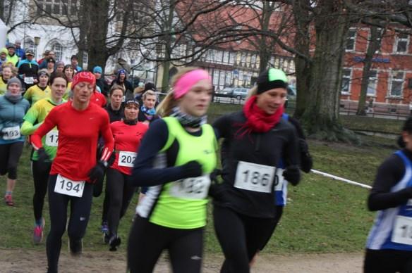 Start der Frauen und Seniorinnen  (vorn Stefanie dahinter Britta in rot)