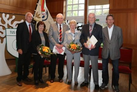 Ehrenmitglieder Herwig Baumung und Helmut Franzen mit ihren Ehefrauen und den Vors.