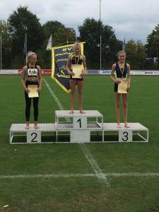 Siegerehrung 7-Kampf: Platz 1 Marie Dehning und Platz 3 Esther Boeijink