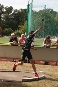 Marvin stößt neue Bestleistung mit der Kugel: 10,42 m
