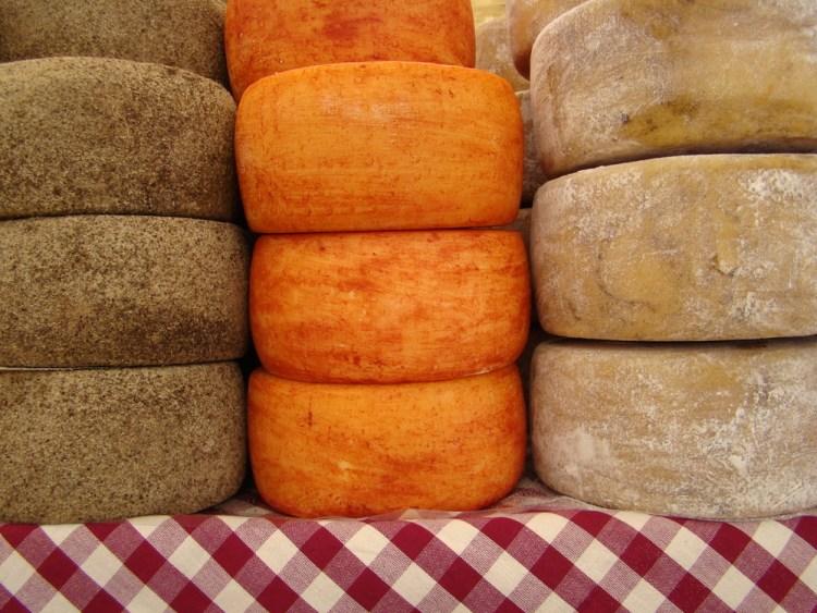 Il Caseificio Fattoria Buca Nuova, Pienza, produce formaggi stagionati ed altre specialità casearie