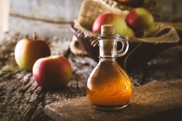 L'aceto di mele è un'ottima base per creare aceti aromatici in casa