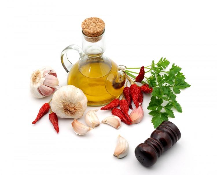 Per preparare la ricetta degli Spaghetti alla barbietola rossa vi servirà aglio,olio e peperoncino