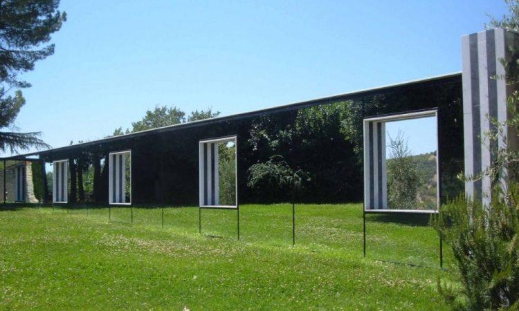 Il giardino-mueseo di arte contemporanea del Castello di Ama, una delle migliori cantine in Toscana