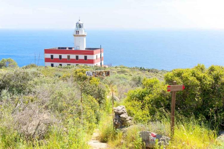 Sull'Isola del Giglio si trovano 3 fari: Vaccarecce, Fenaio e il Faro del Capelrosso