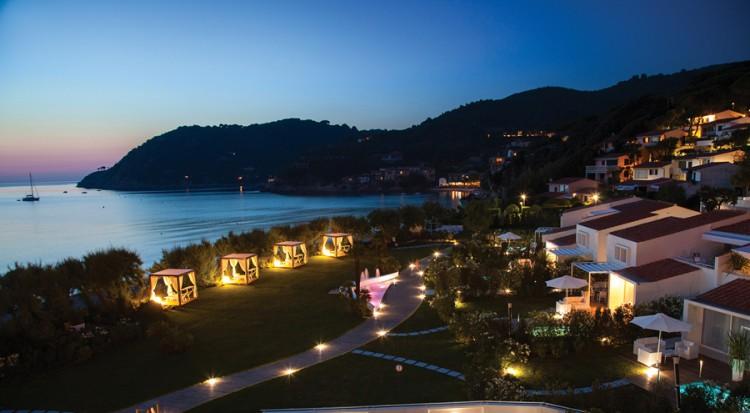 Il Baia Bianca Suites Deluxe si trova nel Golfo della Biodola all'Isola d'Elba