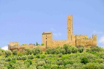 Il Castello di Montecchio Vesponi si trova a Castiglion Fiorentino in provincia di Arezzo