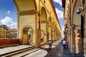 5 curiosità sul Corridoio Vasariano di Firenze, il passaggio che collega Palazzo della Signoria a Palazzo Pitti passando su Ponte Vecchio