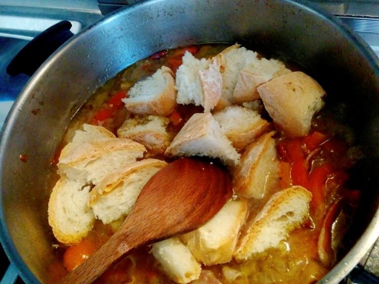 Ricetta dell' acquacotta, piatto tipico della cucina toscana tradizionale.
