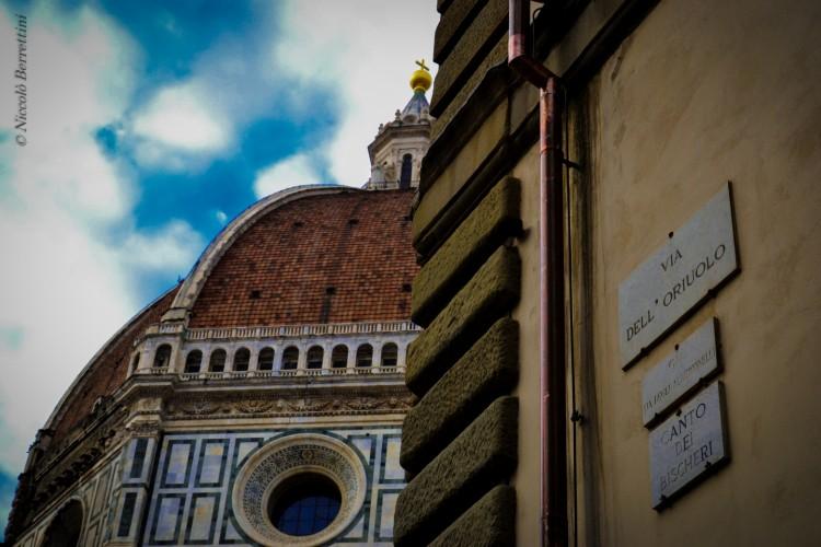"""Cosa significa la parola fiorentina """"bischero""""? Lo sapevate che sulla facciata del Duomo di Firenze c'è una targa intitolata ai Bischeri?"""