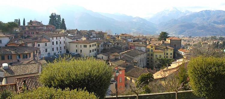 In provincia di Lucca si trovano moklti borghi toscani circondati dalle montagne