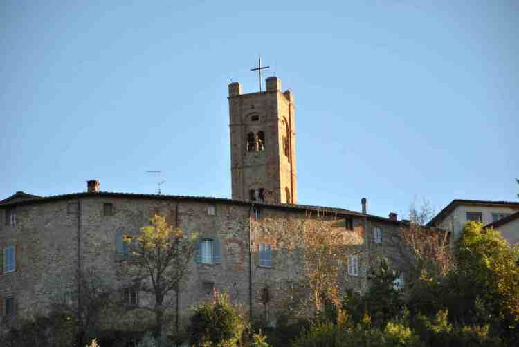 Radicondoli è un borgo medievale sulle Colline Metallifere:ha un bel panorama,ottimi ristoranti e palazzi storici, un luogo ideale per un weekend in Toscana