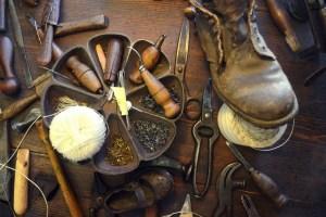 Lucio Picone realizza scarpe fatte a mano 100% made in Tuscany. Nella sua bottega di Monsummano Terme (PT) vengono realizzare scarpe e cinture di eccellenza