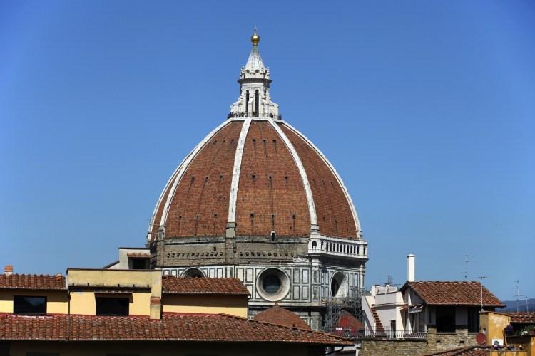 La Cupola del Duomo di Firenze ad opera di Filippo Brunelleschi è la più grande cupola in muratura del mondo. La sua storia racconta aneddoti e curiosità