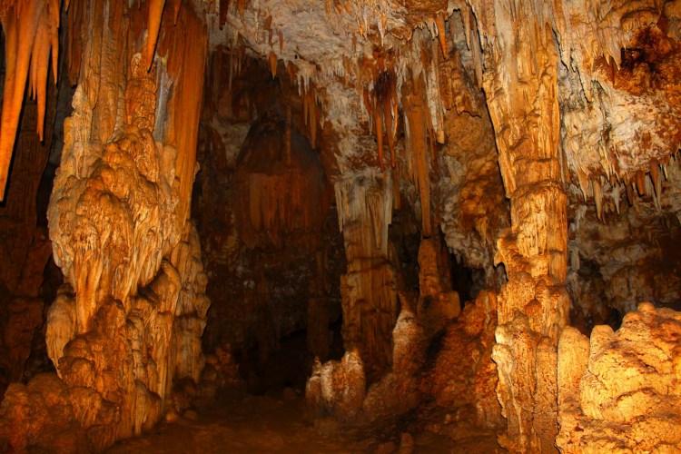 La Grotta del Vento si trova in Garfagnana, Toscana. Nel cuore delle Alpi Apuane un luogo, dove i fenomeni carsici hanno creato vere e proprie opere d'arte.