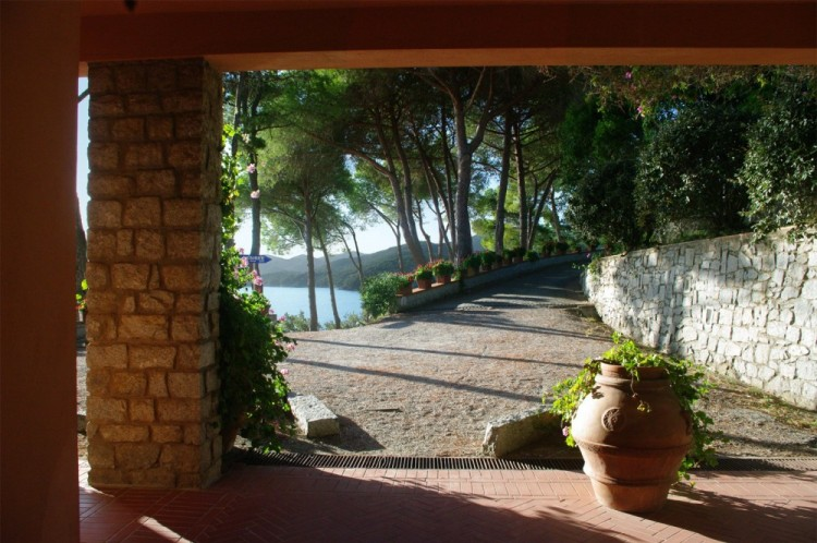 Marciana Marina è il comune più piccolo della Toscana, ma nasconde tesori grandissimi. Borgo dell'Isola d'Elba offre relax, natura, spiagge e piatti tipici