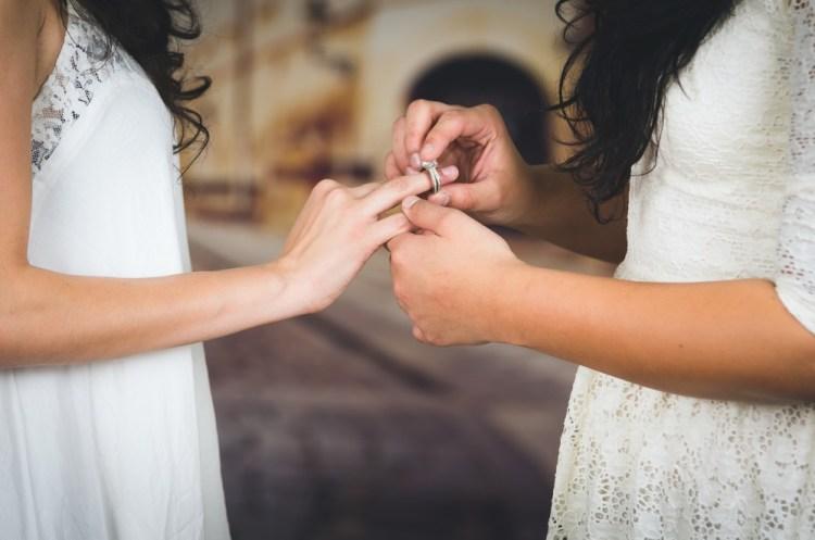 Matrimonio in Toscana vicino a Pistoia, il momento dello scambio degli anelli