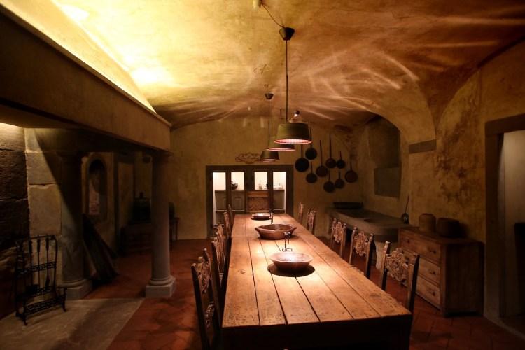 Ristorante Il Locale, a Firenze in via delle Seggiole nel Palazzo Medici Tornaquinci, una volta sede del magazzino della Monte dei Paschi di Siena