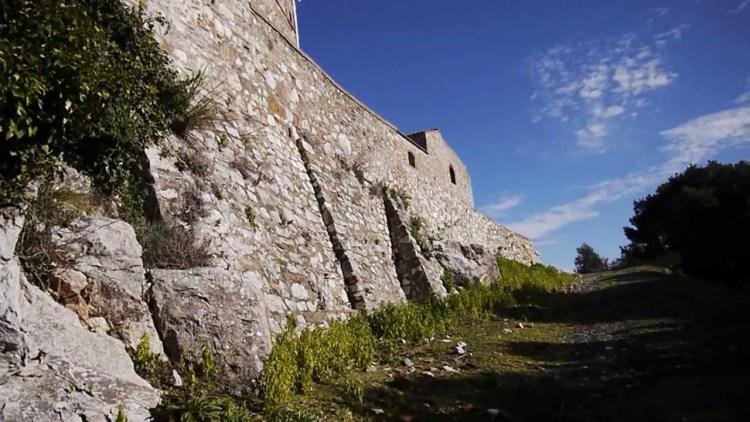 Tour per 4 castelli toscani dove il Medioevo della Toscana prende vita: da Massa a Capalbio, da Fiesole a Bolgheri 4 luoghi dove vivere in una favola
