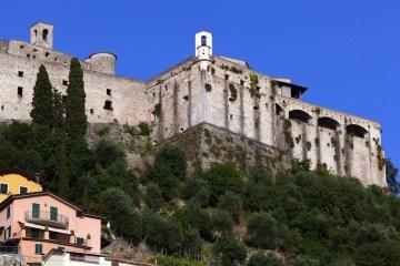 La Rocca Malaspina a Massa è un'antica fortificazione che domina la Riviera Apuana in Toscana. Storia, orari e tour della fortezza che domina cielo e mare