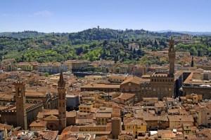 Spiritual Guards, la mostra di Jan Fabre a Firenze, aperta da aprile a ottobre, è una delle più articolate esposizioni italiane realizzate in spazi pubblici