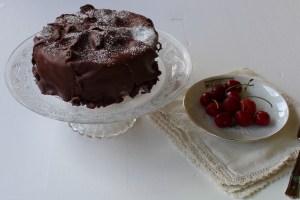 La storia di questo dolce che risale agli anni '30 la Torta Fedora, un dolce classico della tradizione fiorentina, rivisitata per renderla originale e in linea con lo stile di TuscanyPeople.
