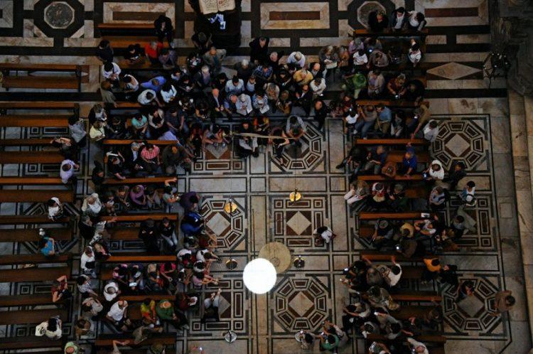 Lo gnomone del Duomo di Firenze è lo strumento astronomico che misura il tempo illuminando per il solstizio d'estate il disco di marmo sul pavimento