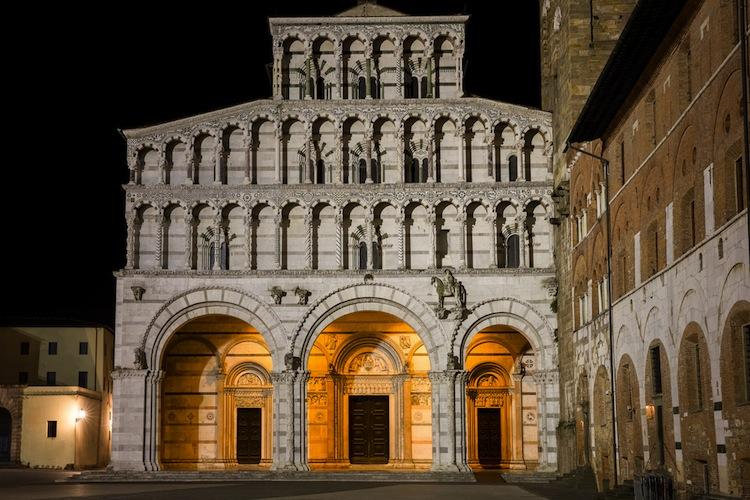Duomo Di Lucca Tra Storia Opere D Arte E Il Misterioso Labirinto