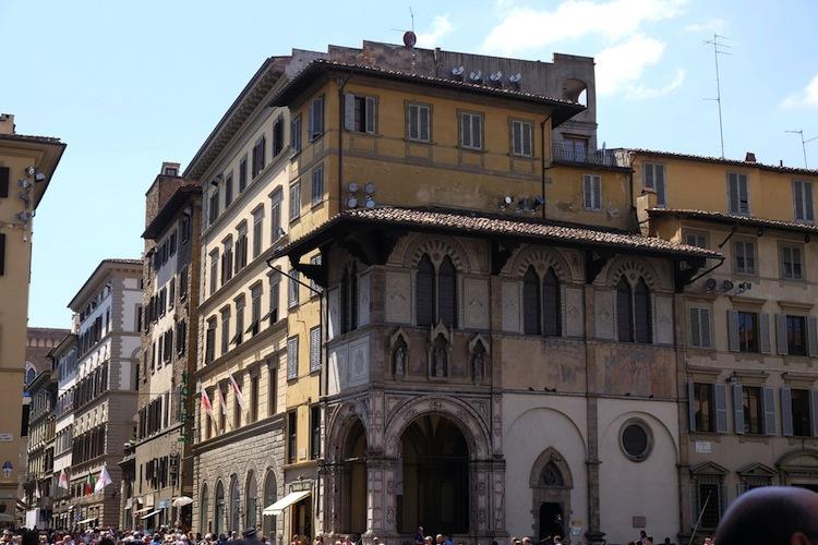 L'eresia catara trovò a Firenze, tra il 1200 e il 1300, uno dei suoi epicentri. Un originale tour di Firenze ne ripercorre i luoghi simbolo.