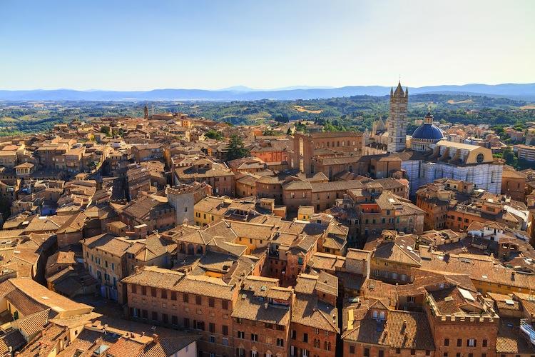 Siena è una delle città più belle di Italia, tappa obbligata durante un tour della Toscana. 7 cose da sapere sulla città del Palio .