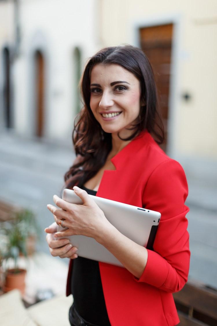 Nicoleta Radu è una social media manager ed esperta di siti internet che lavora a Firenze per importanti aziende nazionali e internazionali
