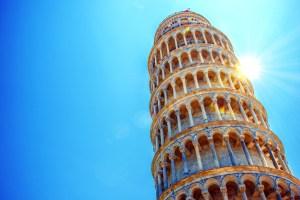 La Torre Pendente o Torre di Pisa è uno dei simboli più famosi della Toscana.Storia, numeri e curiosità di questo emblema del made in Tuscany