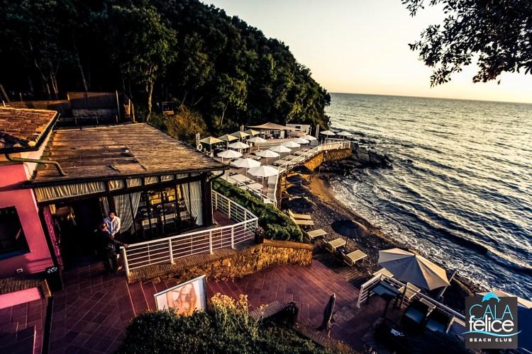 Cala Felice Beach Club a Marina di Scarlino, un'oasi esclusica di divertimento, relax e benessere in Maremma, davanti all'Arcipelago Toscano