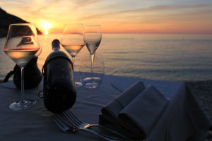 Il ristorante Capo Nord all'Isola d'Elba si trova nel punto più a Nord dell'isola, al porto di Marciana Marina, sulla bellissima spiaggia della Fenicia.