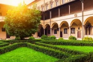 La Biblioteca Medicea Laurenziana a Firenze è una delle biblioteche più importanti del mondo, dove si trova la raccolta privata dei libri della famiglia de' Medici.