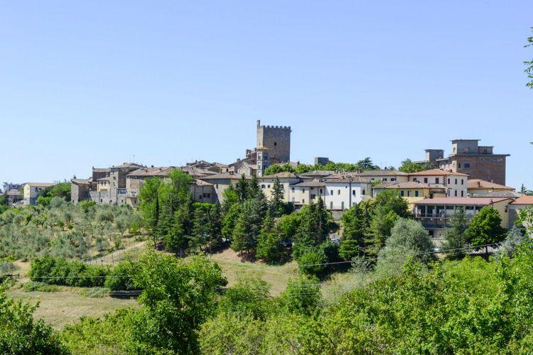 Castellina in Chianti è un bellissimo borgo toscano tra le dolci colline del Chianti Senese, meta ideale per un weekend tra storia e enogastronomia.