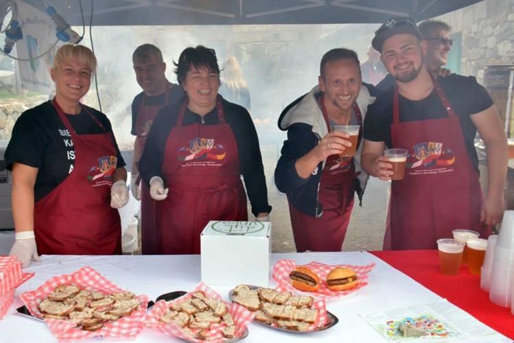 Domenica 8 ottobre 2017 a Villa a Sesta, Castelnuovo Berardenga (SI) si terrà la 5° edizione di Dit'Unto, il festival stellato dello street food.