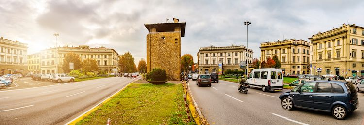 Le porte di Firenze, un immaginario walking tour seguendo il perimetro delle mura fiorentine del '500, tra storia della città, aneddoti e curiosità.