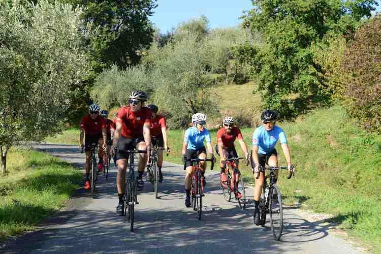 Chronòplus organizza tour della Toscana in bicicletta in lucchesia per amanti del ciclismo di ogni livello: dalle famiglie ai professionisti