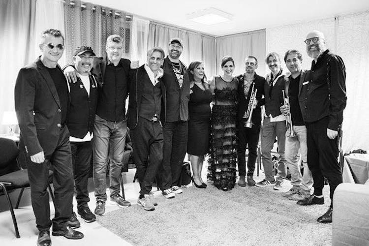 Vi raccontiamo la storia di Nadia, in arte Nadyne Rush, cantante toscana che partendo dalle piccole sagre di paese è arrivata fino al palco di Milano Expo 2017