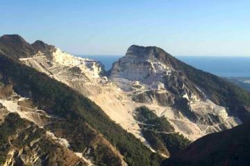 Tour delle cave di marmo bianco di Carrara con tappa a Colonnata per la festa della lizzatura