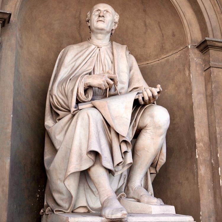 Statua di Filippo Brunelleschi nel loggiato degli Uffizi a Firenze