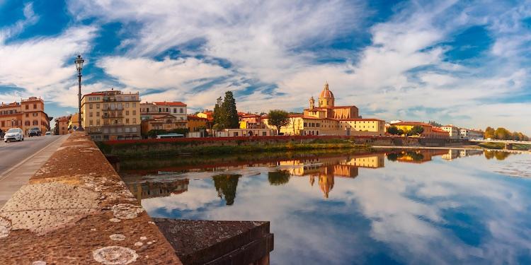 Borgo San Frediano, la via principale del quartiere di San Frediano è diventata in assoluto uno delle vie più alla moda di Firenze