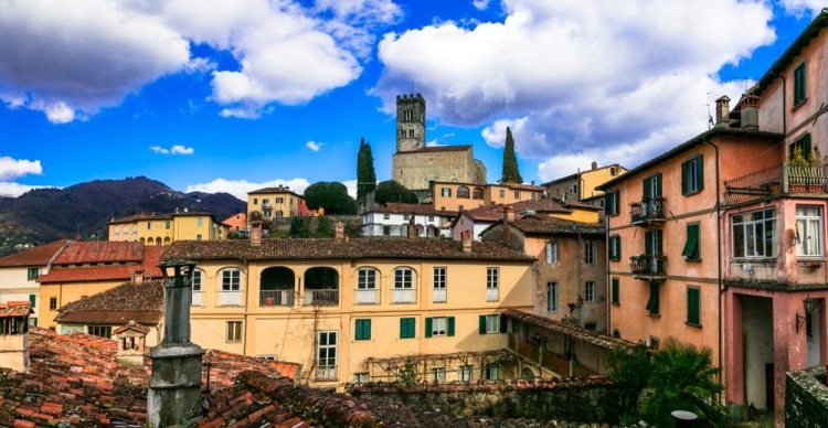 Per il Club dei Borghi più belli d'Italia istituito dall'Associazione Nazionale dei Comuni d'Italia, i Borghi più belli della Toscana sono 23