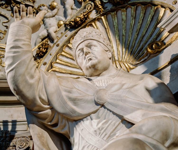 Storia di Maria Salviati, moglie di Giovanni dalle Bande Nere e madre di Cosimo I, l'artefice del ritorno al potere dei Medici di Cafaggiolo.