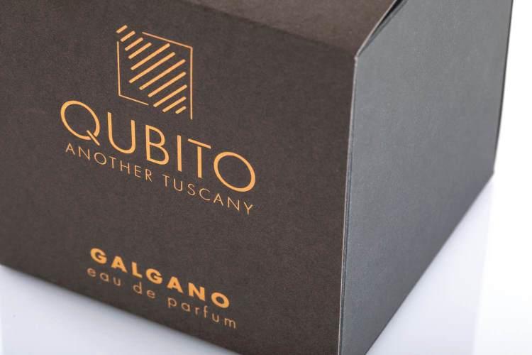 Qubito è un brand di profumi personali e fragranze per la casa, che si ispirano alle essenze più intime della Toscana, una terra libera e selvaggia.